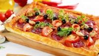 Pratik Sevenlere: Milföy Hamurundan Pizza Tarifi