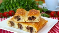 Hazır Baklava Yufkasından: Sarıyer Böreği Tarifi