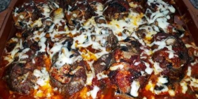 İster Meze İster Yemek: Güveçte Kaşarlı ve Mantarlı Köfte Tarifi