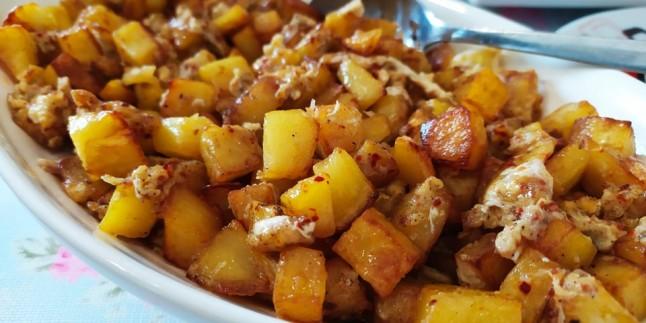 Kahvaltının Yıldızı: Patatesli Yumurta Tarifi