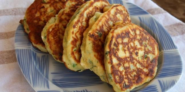 Kahvaltıların Baş Rolü: Sebzeli Peynirli Kaşık Dökmesi Tarifi