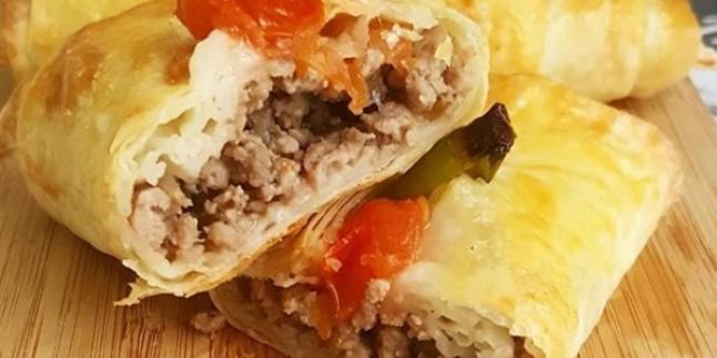 Asıl Lezzeti Kıymasında: Karnıyarık Böreği Tarifi