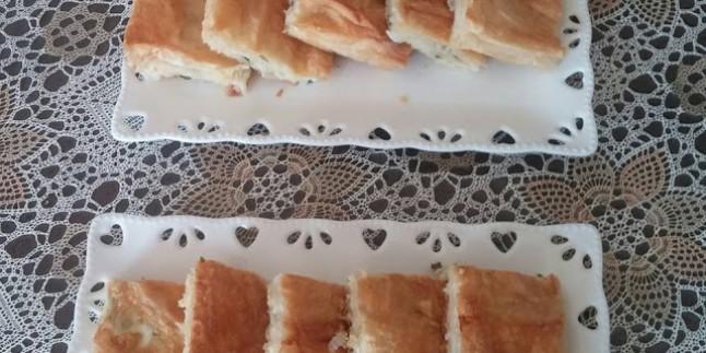 Yalancı Börek mi Desek: Hazır Yufkayla Makarna Böreği Tarifi