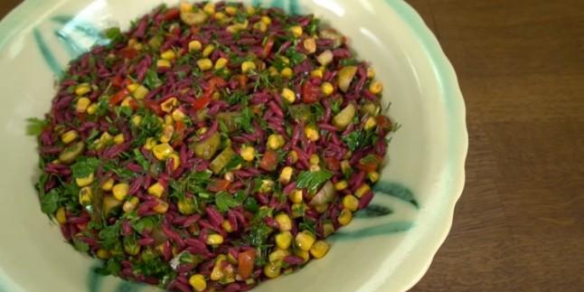 Rengi Şalgamdan: Arpa Şehriye Salatası Tarifi