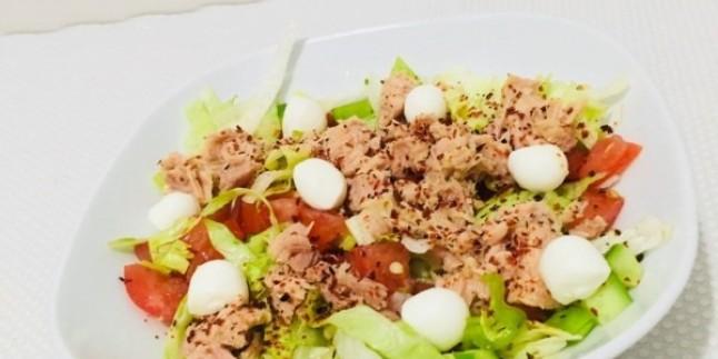 En Doğalından: Ton Balıklı Peynirli Salata Tarifi