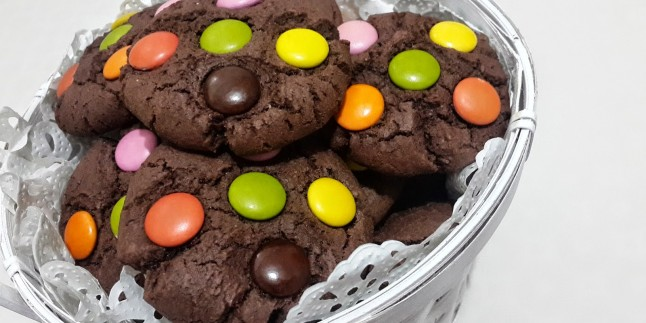 Rengarenk Lezzet: Çikolatalı Bonibonlu Kurabiye Tarifi