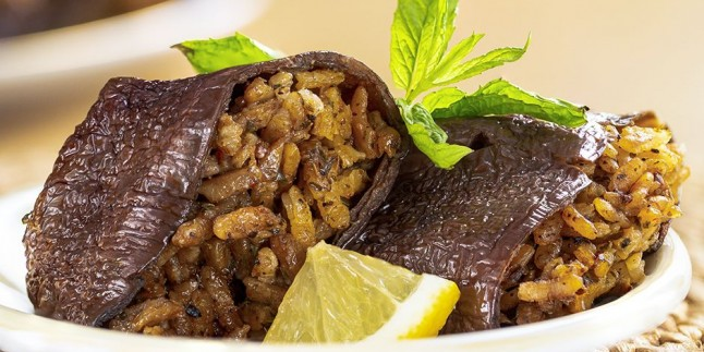 Dolma Deyince Akla O Gelir: Zeytinyağlı Kuru Patlıcan Dolması Tarifi