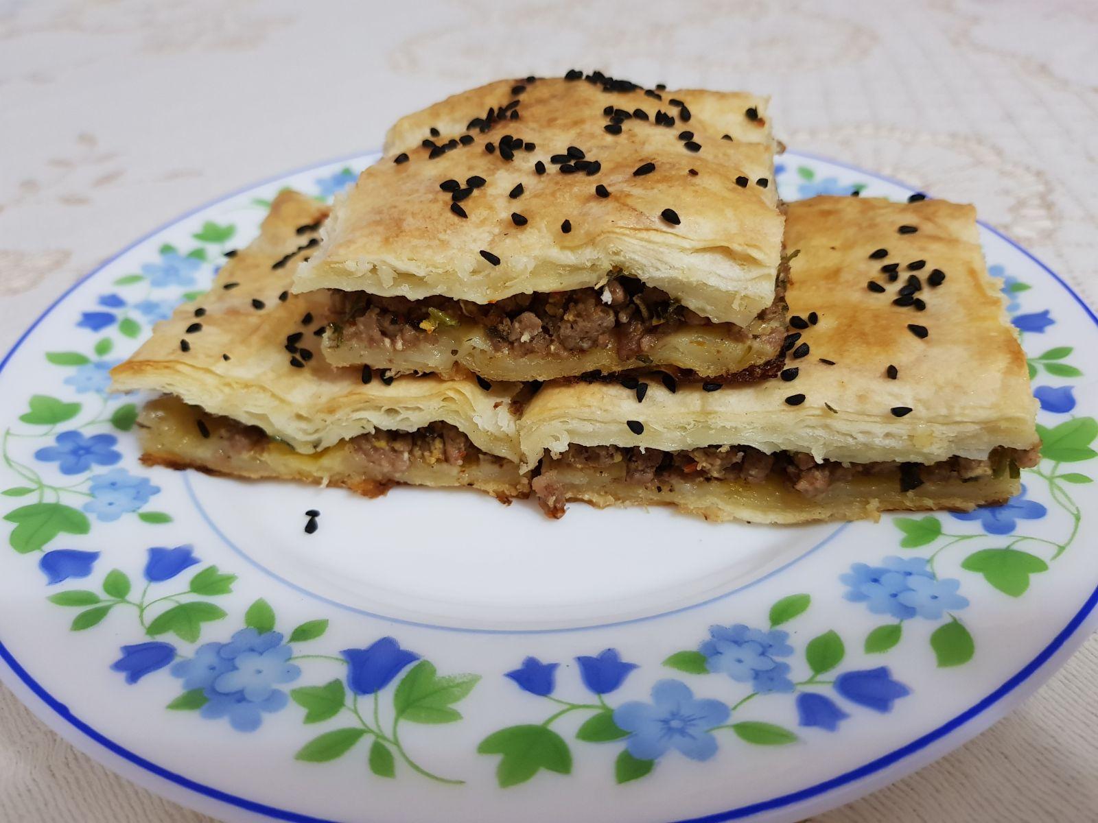 Hazır Yufkadan: Kıymalı Tepsi Böreği Tarifi